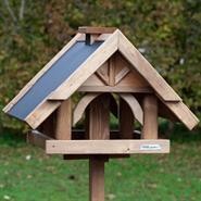 930311-voss-garden-vogelhaus-herte-aus-massivem-holz-mit-standfuß.jpg