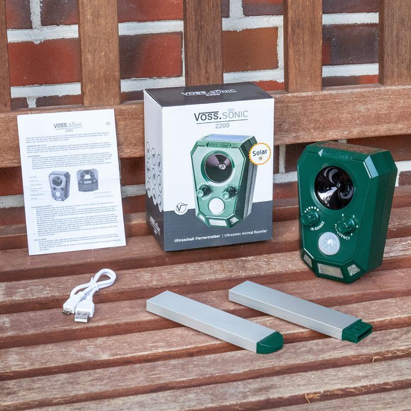 45024-10-voss-sonic-2200-komplettes-set-zur-tierabwehr-erdspiess-usb-ladekabel.jpg