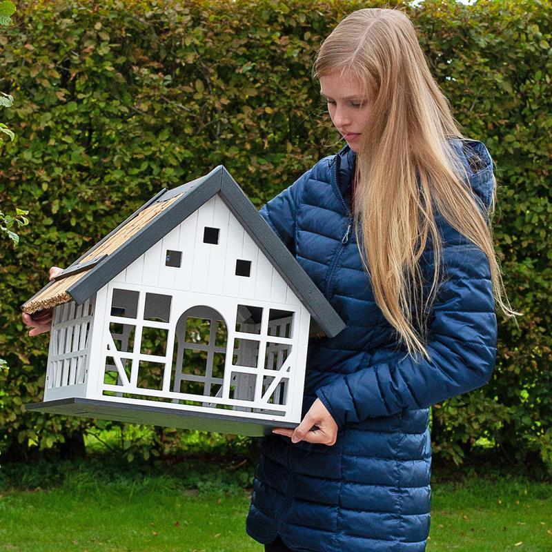 930362-voss-garden-grosses-fachwerk-vogelhaus-lindau-mit-reetdach.jpg
