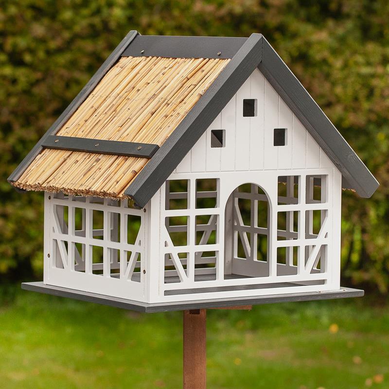 930362-voss.garden-fachwerk-vogelhaus-lindau-mit-reetdach.jpg